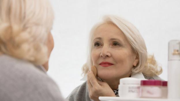 Make-up soll den Teint frischer wirken und ebenmässiger erscheinen lassen.