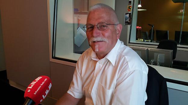 Heinz Eggimann widmet sich als Rentner vielen Hobbies und Interessen. Der ehemalige Polizist ist Ortsvertreter der Pro Senectute und Mitglied im Seniorenrat von Huttwil. Sein Motorrad, der Motorradklub und die Mundharmonika sind ihm ebenso wichtig wie das Kochen.