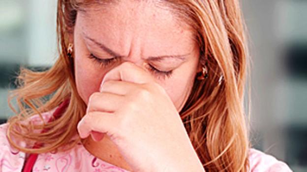 Ein Burnout baut sich über einen längeren Zeitraum auf. Die Pflege von Angehörigen kann manchmal über Jahre hinweg dauern und dementsprechend belastend sein.