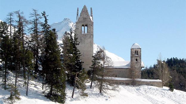 Die Kirche San Gian auf einem Hügel östlich von Celerina.