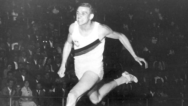 Der deutsche Sprinter Armin Hary am 21. Juni 1960 beim zweiten Rekordlauf im Zürcher Letzigrund-Stadion.