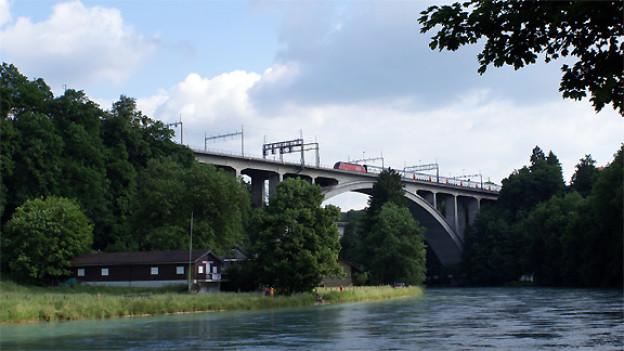Die Zugsreise von Bern nach Thun beginnt heute - wie anno dazumal - mit der Fahrt über das Lorraineviadukt.