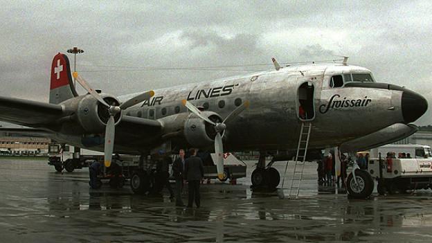 Ein viermotoriges Flugzeug der Swissair.