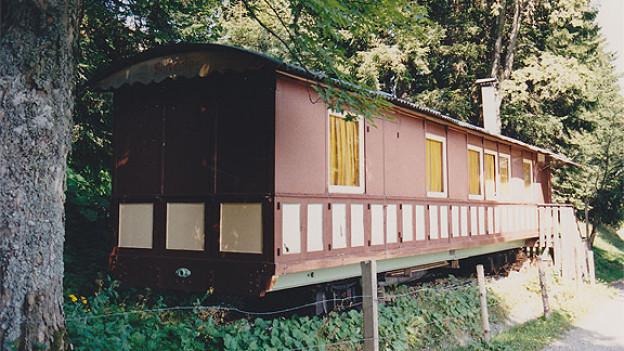 Wagen Nr. 7 der ehemaligen Rigi-Scheidegg Bahn. Gebaut 1874 bei der Societé Fribourgeoise mit der Herstellernummer 237. 1961 verkauft und an der Trasse der Rigi-Scheidegg-Bahn in Unterstetten als Ferienhaus genutzt.