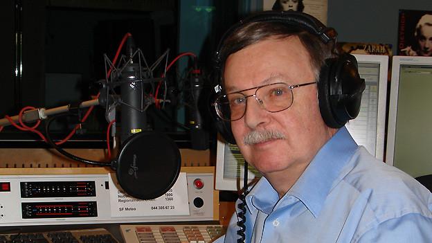 Peter Hotz im alten Studio von DRS Musikwelle.