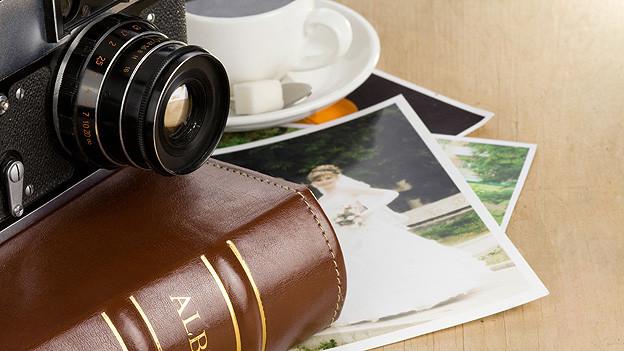 Mit Fotografien lässt sich gut in Erinnerungen schwelgen.