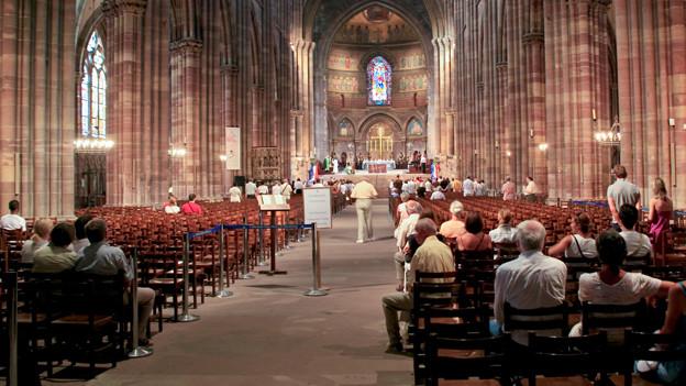 Gähnende Leere-Die Kirchen waren früher viel besser besucht. Vor allem  Seniorinnen und Senioren finden Halt in den Gottesdiensten.