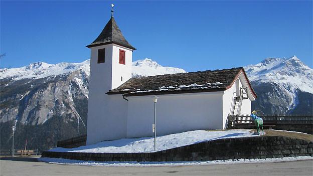 Die Bergkirche in Wergenstein am Schamserberg.