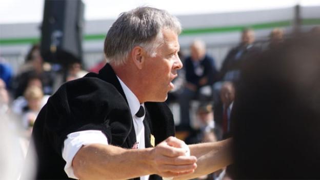 Klaus Rubin als Dirigent in Aktion.