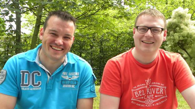 Philipp Haas (links) ist OK-Präsident vom Appenzeller Ländlerfest. DRS Musikwelle-Redaktor Sämi Studer hat ihn vor dem Volksmusik-Brunch im Garten vom Radiostudio Zürich getroffen.
