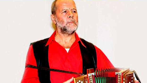Schwyzerörgeli-Legende Gody Schmid feiert ein einmaliges Comeback im Schweizer Fernsehen.