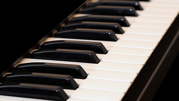 Das Piano ist eine Kombination aus Tasten- und Saiteninstrument.
