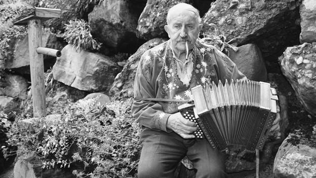 Rees Gwerder ist bis heute legendär. Sein Schwyzerörgeli plus Brissago waren seine Markenzeichen.