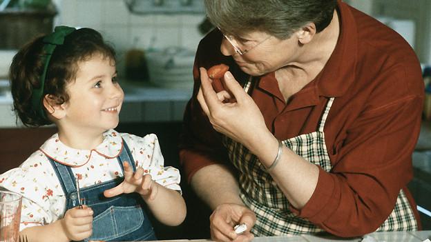 Ganz und gar für die Kinder da zu sein, müsse eine Frau doch vollumfänglich befriedigen, ist Grossmutter Emmi überzeugt.