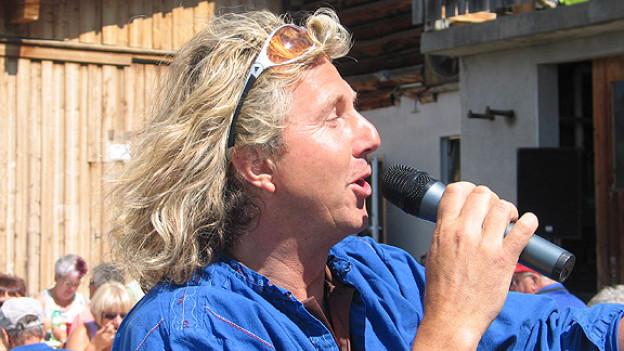 Christian Duss von ChueLee in Aktion, während der Mittagspause auf der Clavadeler-Alp.