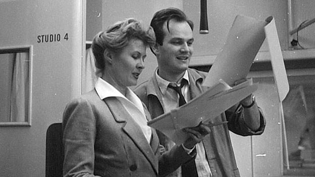 Anne-Marie Blanc und eine unbekannte Persönlichkeit (1957).