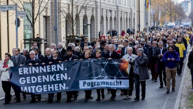 Gedenkmarsch für die Opfer der Reichskristallnacht gestern in Berlin