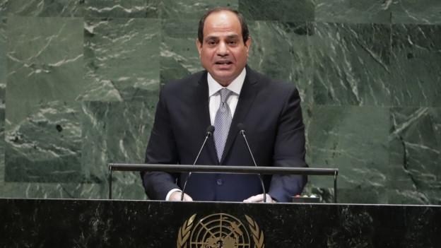 Machthaber Al-Sisi regiert sein Land mit harter Hand - hier bei einer Rede vor der UNO.