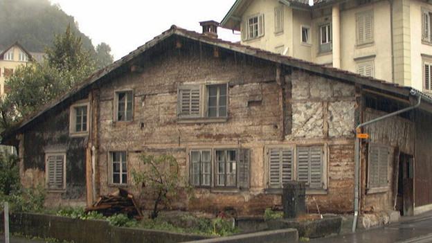 Historisches Niderösthaus wird nach über zehn Jahren Einlagerung wieder aufgebaut.