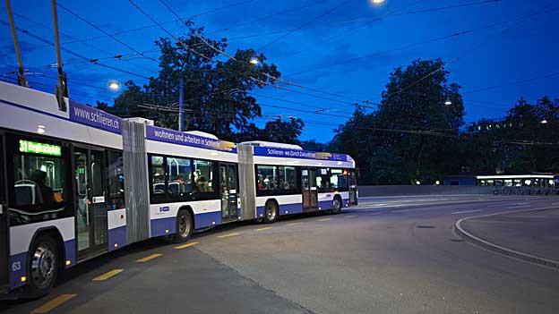 Gelenkbusse der Firma Hess aus Bellach machen den Zürchern Verkehrsbetrieben Sorgen. Die Busse funktionieren nicht wie sie sollten.