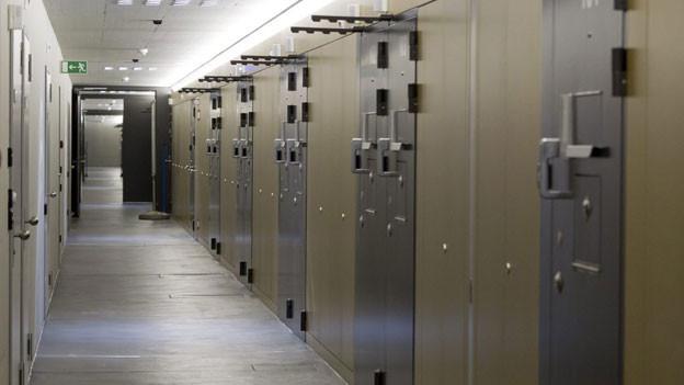 Zwei Häftlinge scheitern bei ihrem Ausbruchversuch aus der Strafanstalt Lenzburg.