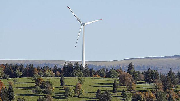 Sechs mögliche Standorte sieht die Aargauer Regierung für Windkraftanlagen. Sieht es bald ähnlich aus wie im Kanton Jura (im Bild)?