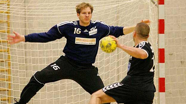 Wird Endingens Torhüter Angriffe abwehren können? Der Handball Halbfinal des Schweizer Cups wird für die Aargauer nicht einfach.
