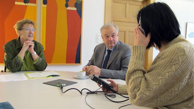 Die Egerkinger Gemeindepräsidentin Johanna Bartholdi und Finanzdirektor Christian Wanner diskutieren über Rezepte gegen Steuerausstände.