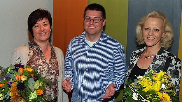 Der Ortspartei-Präsident Marc Bonorand mit den beiden Kandidatinnen Susanne Heuberger (links) und Regina Jäggi (rechts).