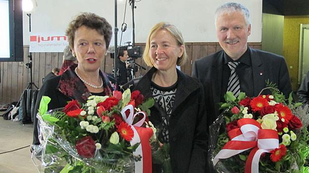 Die gewählten Esther Gassler (links) und Peter Gomm (rechts) mit Kantonsratspräsidentin Susanne Schaffner.