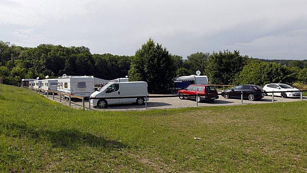 Die geplanten Durchgangsplätze für Fahrende (im Bild der Platz Aarau) haben sanitäre Einrichtungen und Strom-Anschlüsse.