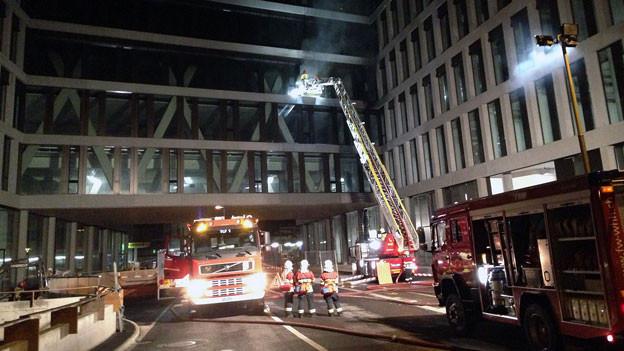 Diverse Feuerwehren haben den Brand im Innern löschen können. Durch Rauch und Hitze gab es aber grosse Schäden.