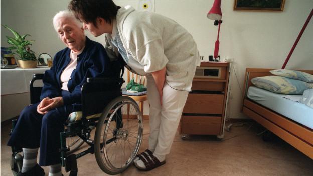 Weil die Nachfrage nach Stellen im Pflegeberuf wächst, reagiert nun der Kanton Aargau.