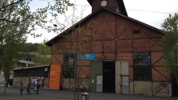 In die alte Schmiede wird das neue Jugendkulturlokal eingebaut. Sie steht unter Denkmalschutz und muss erhalten bleiben.
