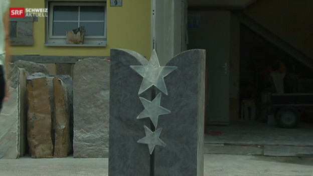 Der Grabstein mit den drei Glassternen darf laut Aarburger Gemeinderat nun definitiv nicht aufgestellt werden.