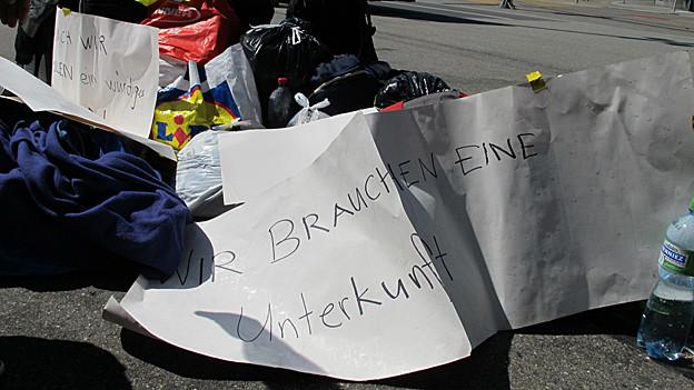 Mit dem Protest wollten die Asylsuchenden auf die prekäre Unterbringung in der Zivilschutzanlage aufmerksam machen.