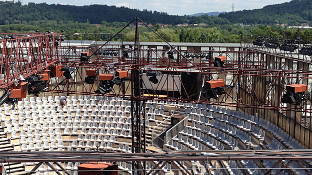 Die Arena der Verdi-Oper in Schinznach aus der Vogelperspektive: 1700 Leute finden Platz.