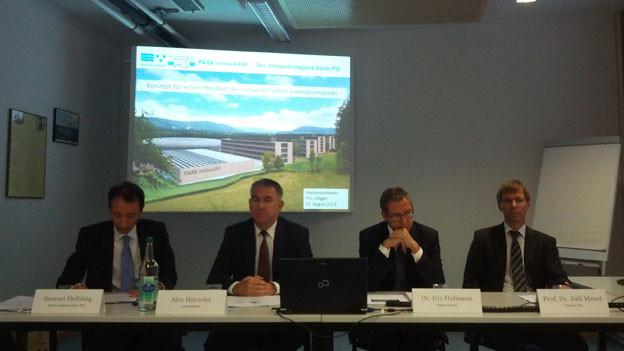 Die Regierungsräte Alex Hürzeler und Urs Hofmann (mitte) und PSI-Direktor Joël Mesot stellten das Projekt vor.