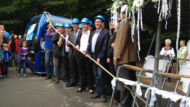 Alt und neu vereint beim offiziellen Spatenstich für die neue Seilbahn auf den Weissenstein.