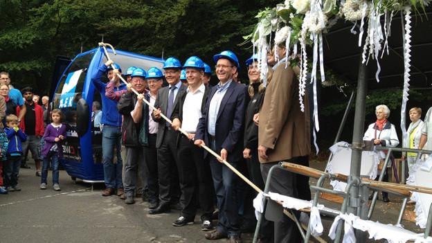 Viele fröhliche Gesichter beim Spatenstich zum Bau der neuen Weissensteinbahn