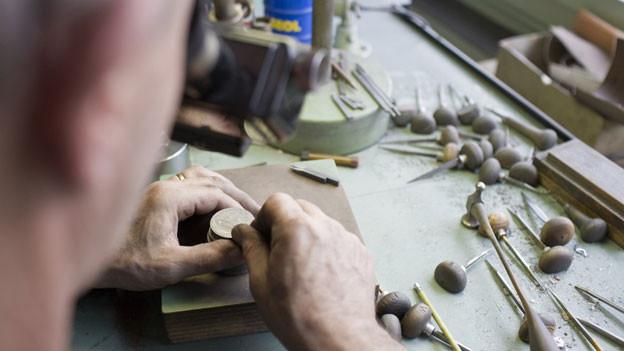 Künftig werden nur noch in Le Locle Prägestempel gemacht: Gippingen verliert traditionsreiche Arbeitsplätze.