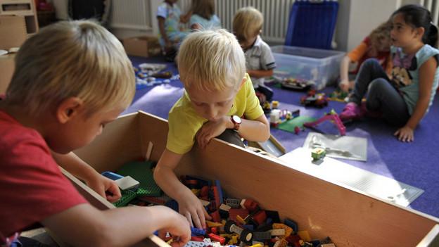 Zu einem Drittel «mit Bausteinen spielen», zu zwei Dritteln «legööle».