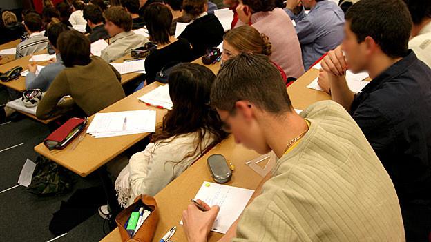 Aargauer Studentinnen und Studenten dürfen in Zukunft auf leicht höhere Stipendien hoffen.