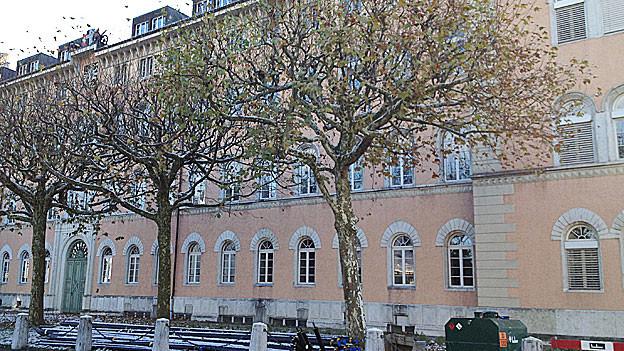 Die Kaserne Aarau steht mitten in der Stadt. Einwohnerräte möchten, dass die Kaserne schliesst.