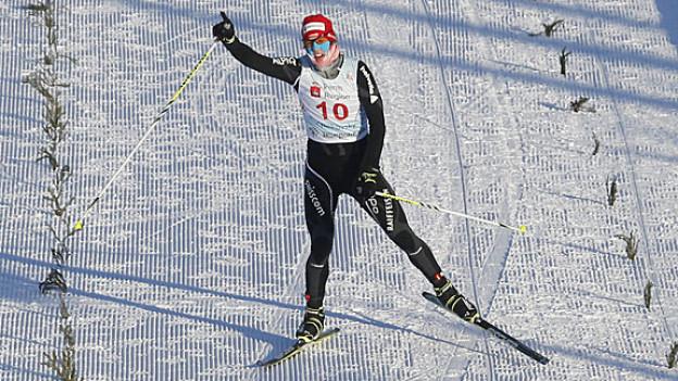 Tim Hug triumphiert bei der Zieleinfahrt im russischen Tschaikowski.