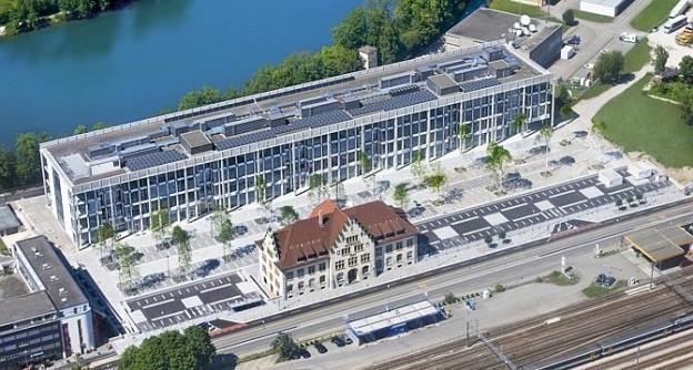 Blick von oben auf den neuen Hauptsitz der Depuy Synthes-Gruppe in Zuchwil.