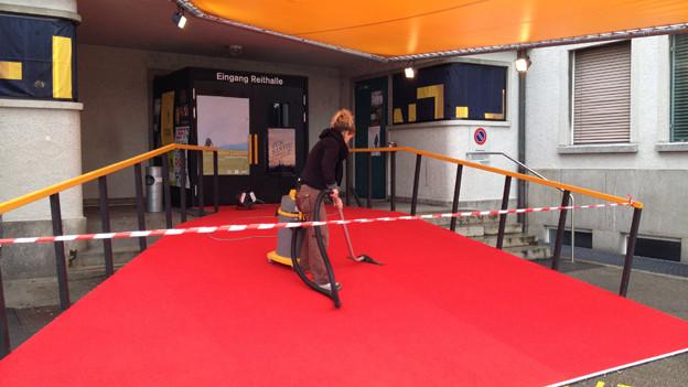 Letzte Vorbereitungsarbeiten für die Solothurner Filmtage.
