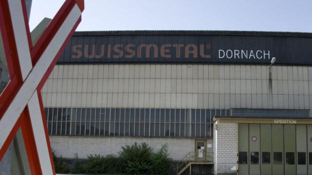 Bild in Lightbox öffnen.  Bildlegende: Die neuen Entlassungen an den Standorten Dornach und Reconvilier werden von Arbeitnehmerseite kritisiert.
