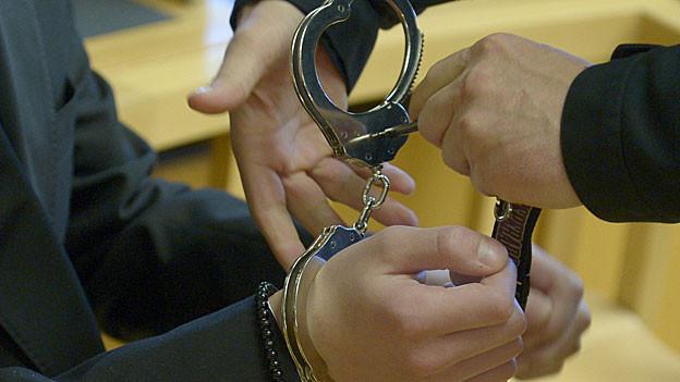Der Ehemann der Frau, die in Wohlen nach Schussverletzungen gestorben ist, soll in U-Haft. (Symbolbild)