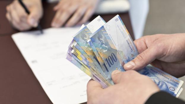 Rund 200 Anleger vertrauten ihr Geld zwischen November 2002 und Dezember 2008 dem Freizeit-Anlageberater an.